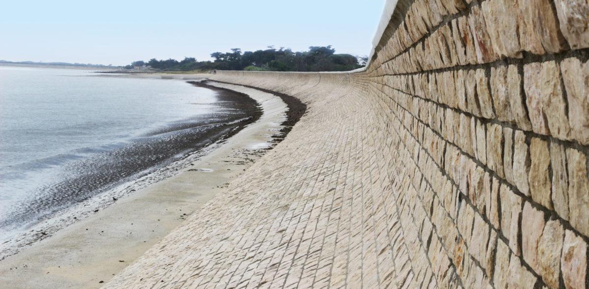 Digue en front de mer de 690 m - Ile de Ré - Moellon résistant aux attaques salines