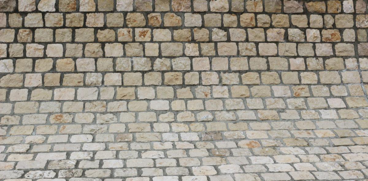 Zoom sur pierre naturelle CALMINIA® moellon calcaire dur marbrier