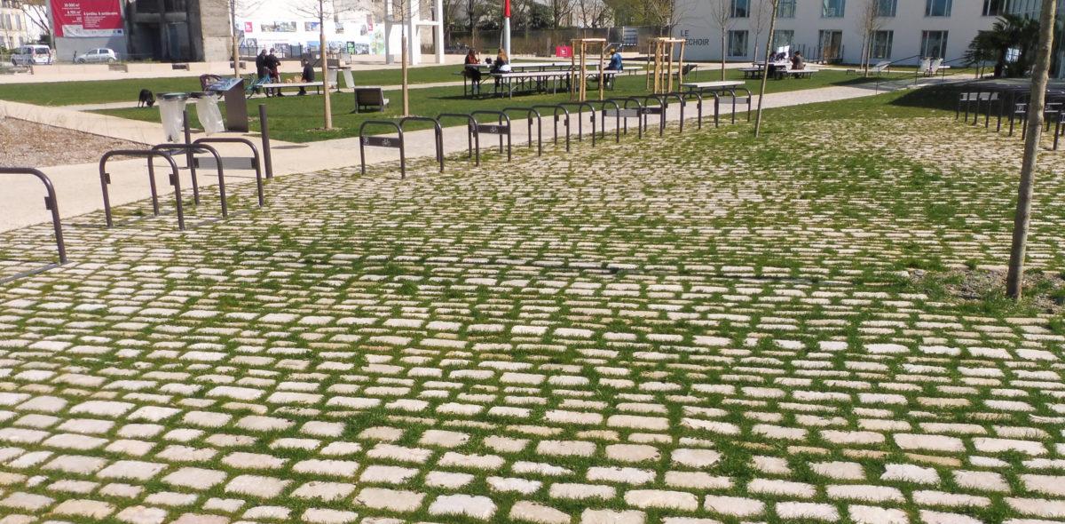 Aménagement urbain en pierres naturelles à port-boinot - deux sevres par Calminia