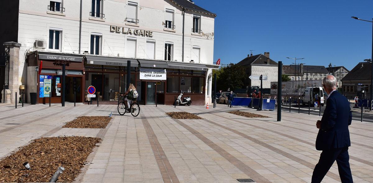 Aménagement Pôle multimodal Chateauroux-espace-pietonnier-dalle-pierre-naturelle-calminia