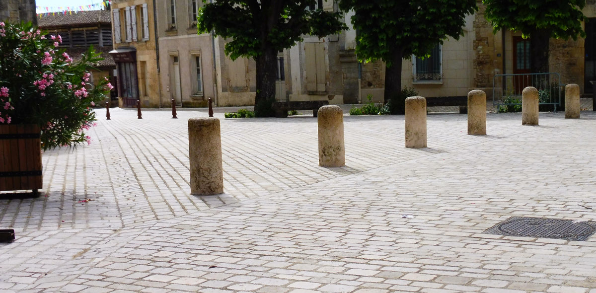 lusignan rue piétonne en pierre naturelle CALMINIA